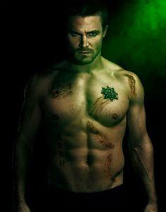 """Sarados: Atores de """"Arrow"""" tiram a roupa em cartaz de divulgação da série; veja! - Homens em Lifestyle no A Capa"""
