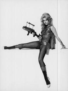 Jane Fonda / publicity photo for Roger Vadim's Barbarella Jane Seymour, Science Fiction, Fiction Film, Jane Fonda Barbarella, Barbarella Movie, Ferdinand, Superhero Silhouette, Nazi Propaganda, Retro Mode