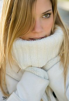 /s/ - Sweater fetish time - Sexy Beautiful Women Thick Sweaters, Winter Sweaters, Cozy Sweaters, Sweaters For Women, Knit Fashion, Sweater Fashion, Women's Fashion, White Face Mask, Mohair Sweater