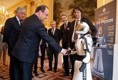 Donald Trump Has Never Publicly Shaken Hands With a Robot (AP Photo/Michel Euler Pool) Today the Associated Press captured a photo of French President Francois Hollande shaking hands with Leenby a Cybedroid robot. Hollande like so many politicians around the world has been captured on film shaking hands with many robots over the years. And I used to think this was simply a way to appease our future robot overlords. But I have a new theory: Robots dont like the Wests new nationalists.  Now…