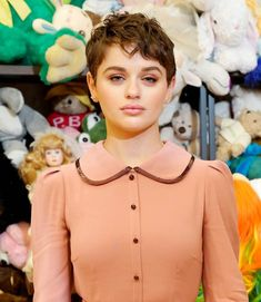 Craving a new look in These are the short hair cut and style trends to try. Round Face Curly Hair, Pixie Cut Round Face, Curly Pixie Cuts, Short Hair Cuts, Short Hsir, Short Hair Trends, First Haircut, Trending Haircuts, Bowl Cut