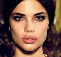 Smokey eye Natural lips