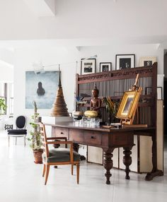 An Indonesian screen, ornamental flowers from Belgium and a Thai Buddha set the tone near the entry to Vicente's apartment. Asian Interior, American Interior, Home Interior Design, Interior Styling, Interior Decorating, Thai Decor, Thai Design, Eclectic Decor, White Walls