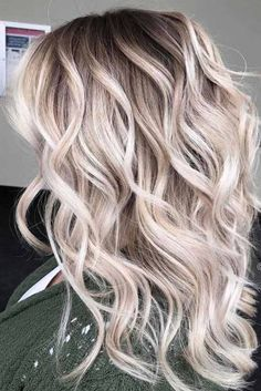 Women's Hairstyles : Picture Description Long hair is always sexy. But you tend to get bored as you cannot find ways to style your longer locks. Easy Party Hairstyles, Cool Hairstyles, Balayage Hair, Ombre Hair, Haircuts For Wavy Hair, Trending Hairstyles, Facon, Hair Trends, Dyed Hair