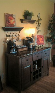 Coffee Bar Ideas - Looking for some coffee bar ideas? Here you'll find home coffee bar, DIY coffee bar, and kitchen coffee station. Coffee Bar Station, Tea Station, Home Coffee Stations, Beverage Stations, Beverage Center, Popcorn Station, Wine Station, Coffee Station Kitchen, Coffee Nook
