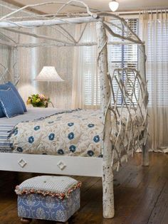 Inspiring guest romantic bedroom --- Ideas Decor Colors Relaxing Small Office On A Budget Cozy Farmhouse Essentials Rustic Twin Beds Modern Paint Themes Makeove. Coastal Bedrooms, Shabby Chic Bedrooms, Shabby Chic Furniture, Shabby Chic Decor, Vintage Furniture, Rustic Bedrooms, Bedroom Furniture, Diy Furniture, Romantic Bedroom Design
