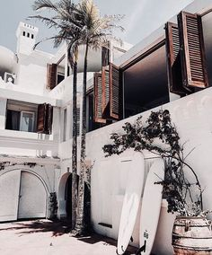 An exterior that speaks to all my hearts favorites. It's white, it's wood shutte. Summer Vibes, Future House, Interior And Exterior, Adventure Travel, Travel Inspiration, Style Inspiration, Motivation Inspiration, Places To Go, Beach House