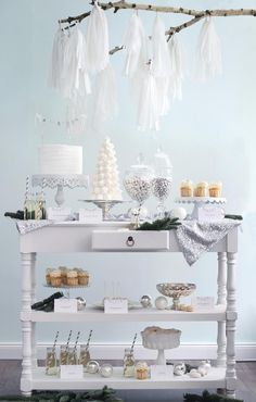 Winter Wonderland Dessert Table perfect idea for weddings and anniversary parties but decorate it in a theme.- perfect for a bridal shower Christmas Sweet Table, Christmas Buffet, Noel Christmas, White Christmas, Beautiful Christmas, Candy Table, Candy Buffet, Stage Patisserie, Winter Torte