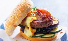 Hambúrguer de Angus com queijo da Serra, uma receita fácil e rápida.