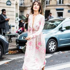Looking for cool bachelorette party outfit ideas? Check out 15 fresh looks here. Jeanne Damas, Spring Street Style, Street Style Looks, Spring Summer Fashion, Flattering Outfits, French Street Fashion, Fashion Week Paris, Dress And Heels, Parisian Style