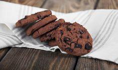 Chocolate chip cookies on linen napkin on wooden background , Linen Napkins, Healthy Cookies, Rubber Duck, Healthy Recipes, Healthy Food, Chocolate Chip Cookies, Chips, Wooden Background, Vector Art