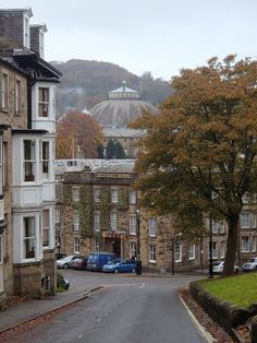 A fine view of the town, with the dome at the University of Derby (the former Devonshire Royal Hospital) in view beyond the Old Hall Hotel. Great Places, Places To See, Moving To Australia, Peak District, Derbyshire, Places To Travel, Countryside, Britain, Scenery