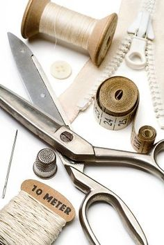 The Tools Needed For Dressmaking Sewing Kit, Sewing Tools, Sewing Notions, Sewing Hacks, Costura Vintage, Mundo Craft, Patchwork Quilting, Haberdashery, Fashion Studio