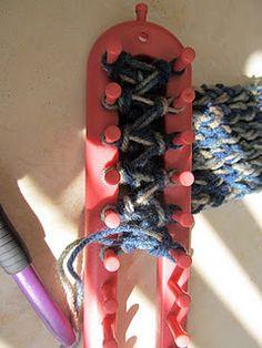 figure 8 reversible headband on a loom knitter