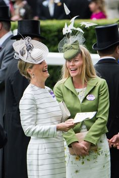 Countess of Wessex Photos - Sophie, Countess of Wessex and Autumn Phillips share a joke in the parade ring on day 2 of Royal Ascot at Ascot Racecourse on June 2015 in Ascot, England. Royal Ascot, Sophie Rhys Jones, Autumn Phillips, Jorge Vi, Lady Louise Windsor, Isabel Ii, Diane, Fancy Hats, Love Hat