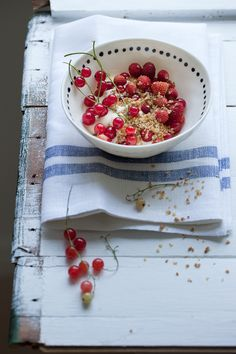 """Red currants and wild strawberries with """"råkräm"""" and muscovado roasted millet flakes recipe by Dagmar's Kitchen"""