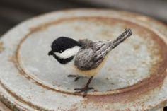Nadel gefilzt Chickadee Leben Größe Vogel von Ainigmati auf Etsy