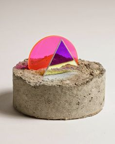 CONCRETE vs. NEON | sculptures by Esther Ruiz  http://luzbrancablog.blogspot.pt/2014/06/concrete-vs-neon-sculptures-by-esther.html