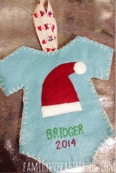 These DIY ornaments for baby's first Christmas are so cute! Eight easy ideas of baby's first Christmas ornaments you can make! Baby First Christmas Ornament, Baby Ornaments, Felt Christmas Ornaments, Ornament Crafts, Babies First Christmas, Christmas Projects, Holiday Crafts, Ornaments Ideas, Christmas Tree