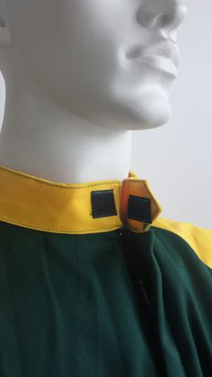 Coverall - Collar detail.