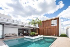 Casa R&D is a residential project completed by Esquadra|Yi in 2014. Brazil