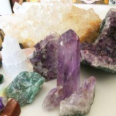 Confira as sete pedras essenciais que todo mundo deveria ter! Pedras para energizar a casa e carregar consigo para atrair bons fluidos, purificar