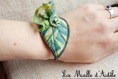 Bracelet textile feuille et chaine, tissu batik vert