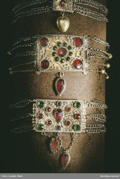 Was used mainly in Småland and Blekinge from the Looks kind of like a choker? Folk Costume, Costumes, Folk Clothing, I Love Jewelry, Folklore, All Art, 18th Century, Scandinavian, Chokers