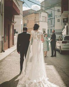 @clave_baja_wedding #vestidonovia #vestidosnovia Wedding Dresses, Fashion, Vestidos, Bride Dresses, Moda, Bridal Gowns, Fashion Styles, Weeding Dresses, Wedding Dressses