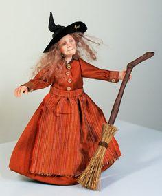 Ich möchte Ihnen die Hexe Hyazinthe vorstellen. Sie wurde von Hand in Fimo geformt und ihre Kleider wurden handgenäht. Sie ist an den Armen und Beinen, verdrahtet kann so sanft gestellt werden. Sie hat gemalt mit Genesis Heat Set Farben für Dauerhaftigkeit und sie trägt einen Leder-Hexen-Hut.  Hyazinthe ist eine Miniatur Puppenhaus Puppe im Maßstab 1: 12 (ein Zoll). Sie liegt bei etwa fünf und einen halben Zoll an die Spitze des Kopfes (größer, um die oben auf ihrem Hut).  Sie kommt…