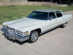 1974 Cadillac Coupe DeVille Cabriolet. Finished in