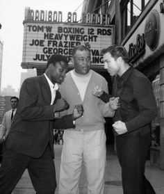 July 1967 Frazier, left, poses with legendary heavyweight champion Joe Louis, center, and Canadian heavyweight George Chuvalo in front of New York's Madison Square Garden before the 1967 Frazier-Chuvalo fight. Jack Johnson Boxer, Boxing History, Joe Louis, Sport Icon, Madison Square Garden, Muhammad Ali, Greatest Hits, Cool Photos, Champion