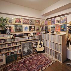 * My vinyl record & music room I'm collecting US/UK original vinyls of since Record Shelf, Vinyl Record Storage, Vinyl Record Display, Home Music Rooms, Music Studio Room, Music Corner, Vinyl Store, Cd Storage, Vinyl Room
