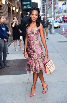 Kerry Washington in Dolce & Gabbana visits the 'Late Show with Stephen Colbert' ., Kerry Washington in Dolce & Gabbana visits the 'Late Show with Stephen Colbert' in NYC. Star Fashion, Daily Fashion, Fashion Beauty, Dolce & Gabbana, Scandal, Olivia Pope Style, Looks Instagram, Moda Floral, Floral Frocks