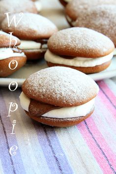 Unavená vařečka: Whoopie ! Cupcake Cakes, Cupcakes, Croissants, Tea Time, Hamburger, Cheesecake, Good Food, Food And Drink, Bread