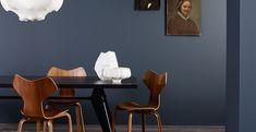 Bilderesultat for deco blue maling Bedroom Wall Colors, Bedroom Color Schemes, Navy Blue Bedrooms, Jotun Lady, Metal Canopy Bed, Deco Blue, Store Interiors, Dark Walls, Dining Room Inspiration