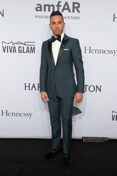 Pin for Later: Seid ihr schon genauso verrückt nach Lewis Hamilton wie Kendall und Gigi? Doch auch ein schnieker Anzug steht ihm gut