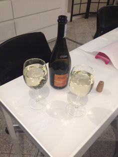 #malujlalo #afterwork #withella #friends #girls #prosecco #happy