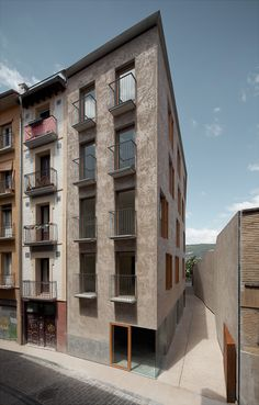 Pereda Pérez - Housing project in the historic center of Pamplona, 2013. Photos (C) Pedro Pegenaute.    via SUBTILITAS