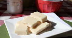 These raw white chocolate bars require tons of dried coconut and a food processor. Then freeze and you've got raw white chocolate! Raw Desserts, Sugar Free Desserts, Dessert Recipes, Vegan Sweets, Healthy Sweets, Healthy Food, Vegan Food, Chocolate Bars, White Chocolate