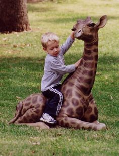 Tom Tischler Bronze - Baby Giraffe sculpture