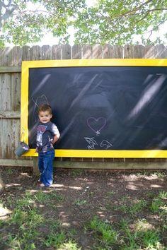 DIY backyard chalkboard | Hellobee