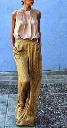 Wide leg pants and pleated blouse. Looks Style, Style Me, Style Blog, Look Fashion, Womens Fashion, Fashion Trends, Fashion 2015, Female Fashion, Street Fashion