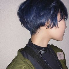 Well, one of the most trendy haircuts this year is the pixie haircut. Always fashionable, she is very cute and goes to all forms of face. Pixie Hairstyles, Pixie Haircut, Pretty Hairstyles, Haircuts, Dye My Hair, New Hair, Hair Inspo, Hair Inspiration, Short Hair Cuts