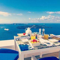 Good morning from sunny Santorini! ☕ #delightful #breakfast on the #terrace, overlooking the #dramatic #caldera #iconicsantorini #boutique #cave #hotel #santorini #latebreakfast #sleepin #norush #luxurybreakfast #calimera #gutenmorgen #dobrojutro #bucketlist #buongiorno #coffee #juice #healthy #vacations #wanderlust#traveler  #breakfast#goodmorning #friday #friyay  @Regrann from @iconicsantorini