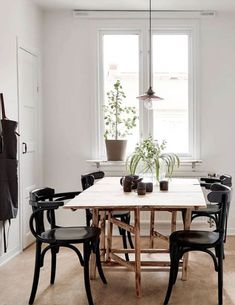 sfgirlbybay / bohemian modern style from a san francisco girl Dining Room Wall Decor, Dining Table Chairs, Small Rooms, Small Spaces, Small Dining Area, Beautiful Dining Rooms, Dining Room Inspiration, My Living Room, Cozy House