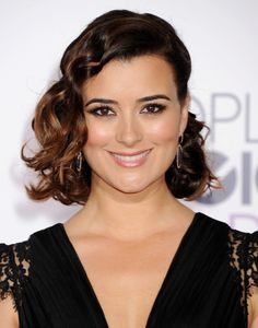 Cote de Pablo at the 2015 People's Choice Awards. http://beautyeditor.ca/2015/01/11/peoples-choice-awards-2015