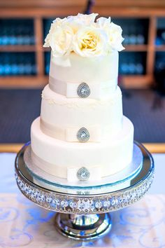 Daily Wedding Cake Inspiration (New!). To see more: http://www.modwedding.com/2014/07/25/daily-wedding-cake-inspiration-new-4/ #wedding #weddings #wedding_cake Featured Wedding Cake: Aeyra Cakes;