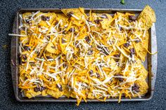 It's tough to beat the combo of warm tortilla chips, melted cheese, and spicy black beans. In other words, NACHOS! Careful, these beans have real kick. Veggie Recipes, Mexican Food Recipes, New Recipes, Vegetarian Dinners, Vegetarian Recipes, Healthy Recipes, Dried Black Beans, Vegan Nachos
