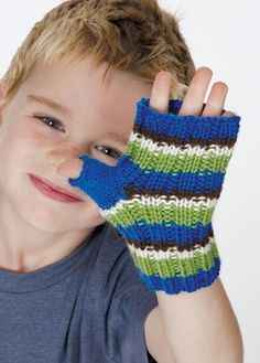 Childrens fingerless gloves pattern.   DK yarn, 4mm 1 size for kids, very stretchy
